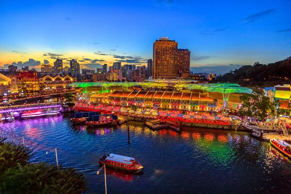 Khu vực bến cảng Clarke Quay sôi động bậc nhất thế giới nằm bên con sông Singapore