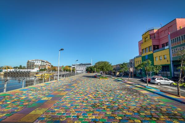 Khu phố La Boca bên bờ sông Matanza Riachuelo sau khi cải tạo đã trở thành không gian nghệ thuật độc đáo của Thủ đô Buenos Aires