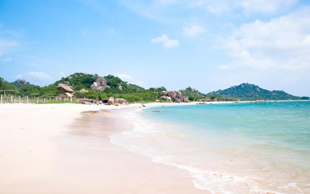Bãi biển Hải Tiến cùng với Sầm Sơn là 2 điểm đến hấp dẫn bậc nhất xứ Thanh